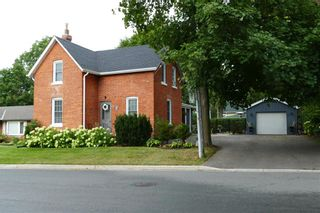 Main Photo: 27 VICTORIA Street in Waterdown: Residential for lease : MLS®# H4061344