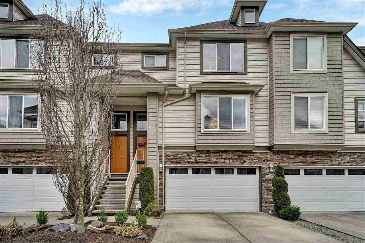 """Main Photo: 2 46778 HUDSON Road in Chilliwack: Promontory Townhouse for sale in """"COBBLESTONE TERRACE"""" (Sardis)  : MLS®# R2443505"""