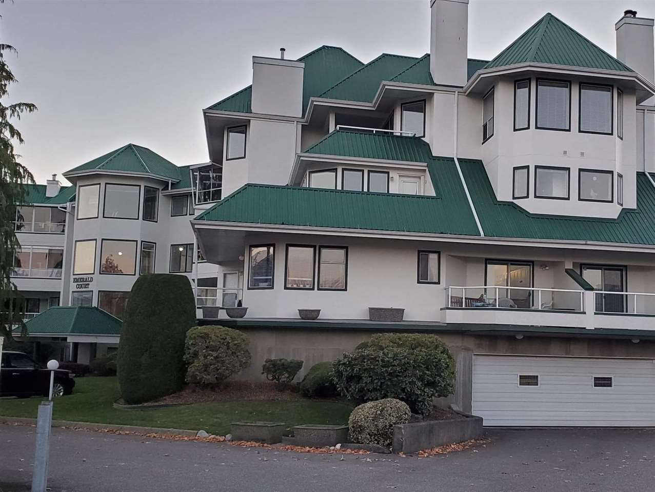 """Main Photo: 203 7651 AMBER Drive in Sardis: Sardis West Vedder Rd Condo for sale in """"EMERALD COURT"""" : MLS®# R2458203"""