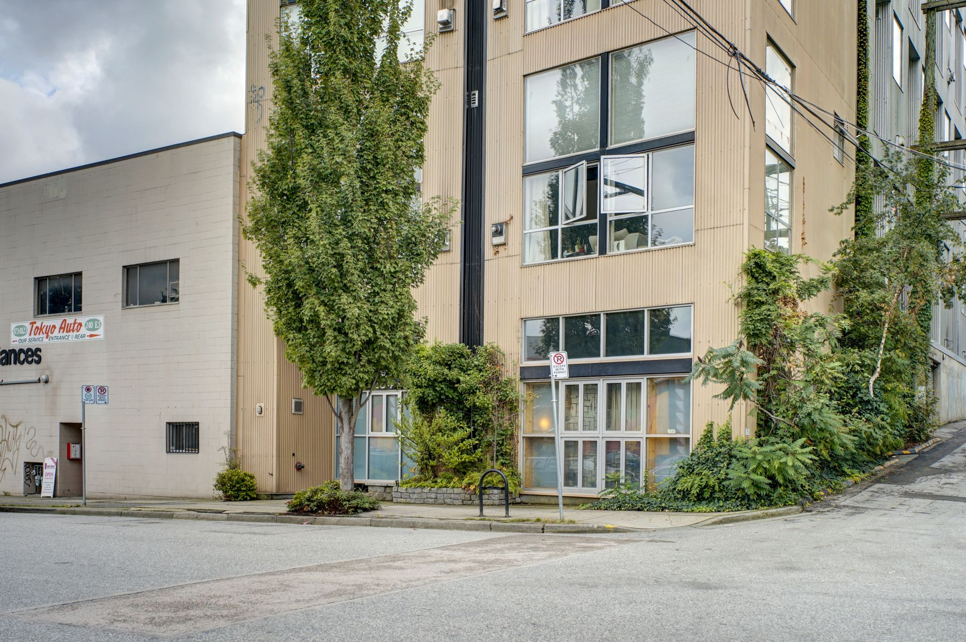 "Main Photo: 206 234 E 5TH Avenue in Vancouver: Mount Pleasant VE Condo for sale in ""GRANITE BLOCK"" (Vancouver East)  : MLS®# R2406853"