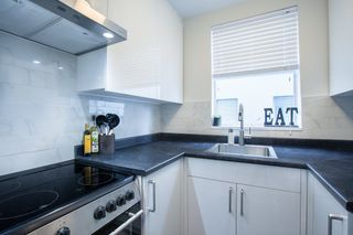 """Photo 8: 702 1219 HARWOOD Street in Vancouver: West End VW Condo for sale in """"CHELSEA"""" (Vancouver West)  : MLS®# R2313439"""