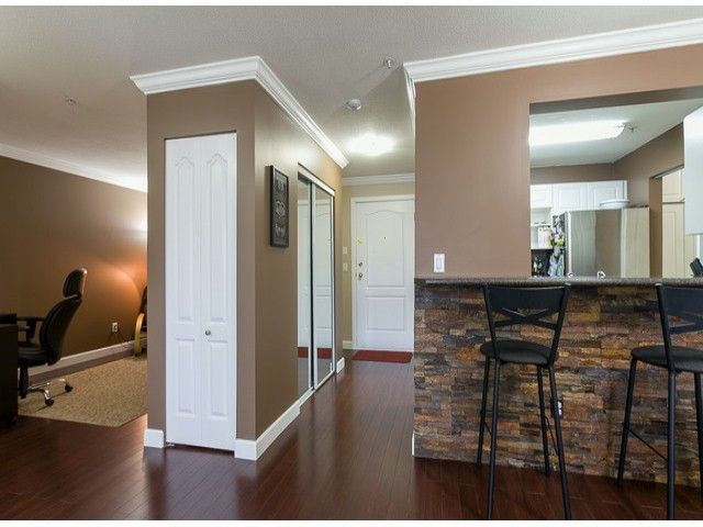 Photo 5: Photos: 414 5765 GLOVER Road in Langley: Langley City Condo for sale : MLS®# F1402300