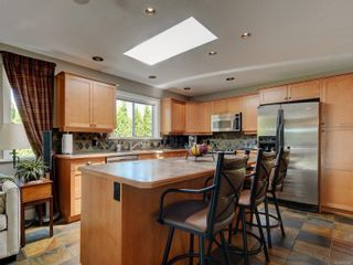 Photo 9: 1279 Knockan Dr in : SW Strawberry Vale House for sale (Saanich West)  : MLS®# 877596