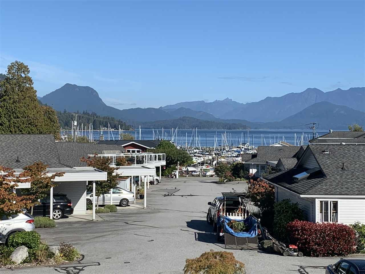 """Main Photo: 38 696 TRUEMAN Road in Gibsons: Gibsons & Area Condo for sale in """"Marina Place"""" (Sunshine Coast)  : MLS®# R2507629"""