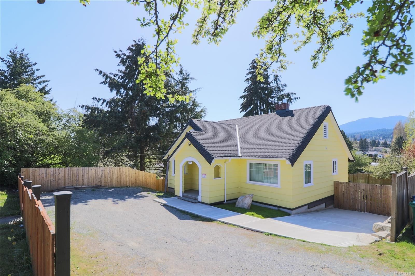 Main Photo: 425 Bruce Ave in : Na South Nanaimo House for sale (Nanaimo)  : MLS®# 873089