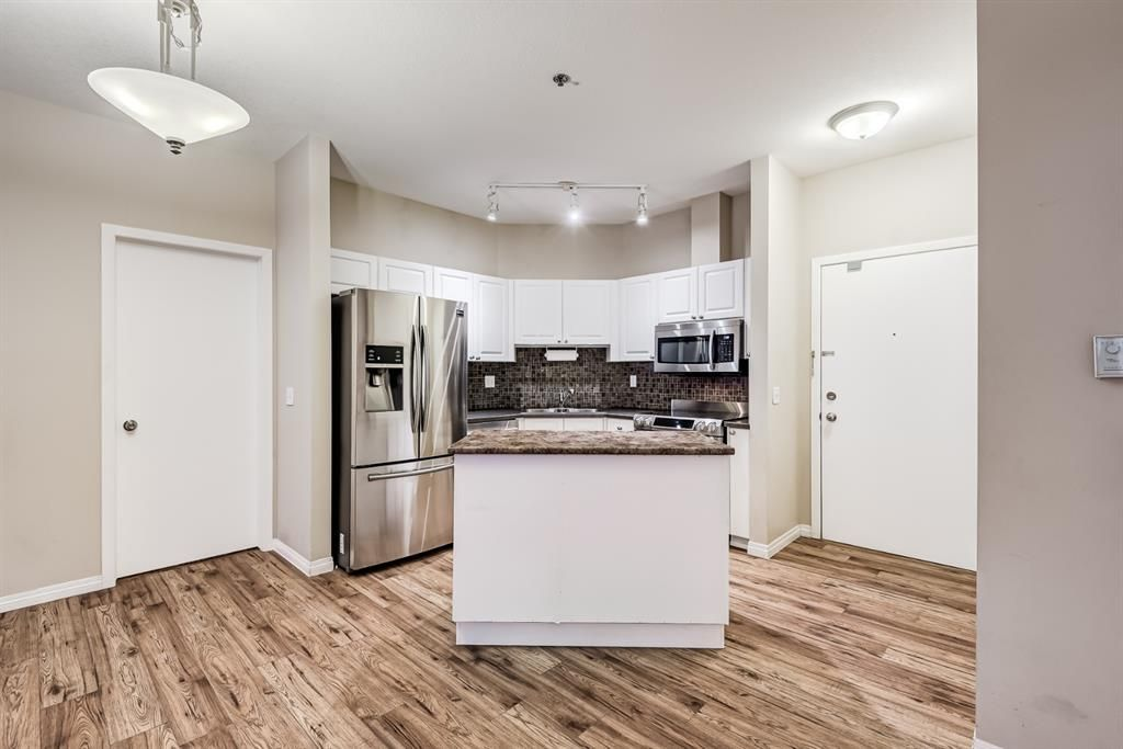 Photo 18: Photos: 204 1000 Applevillage Court SE in Calgary: Applewood Park Apartment for sale : MLS®# A1121312