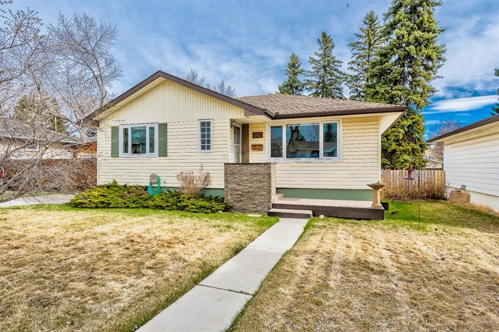 Main Photo: 22 Chancellor Way NW in Calgary: Cambrian Heights Detached for sale : MLS®# A1100498