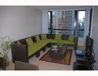 Photo 2: # 1201 909 MAINLAND ST in Vancouver: Condo for sale : MLS®# V772207