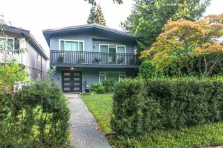 """Photo 2: 4607 W 16TH Avenue in Vancouver: Point Grey House for sale in """"Point Grey"""" (Vancouver West)  : MLS®# R2504544"""