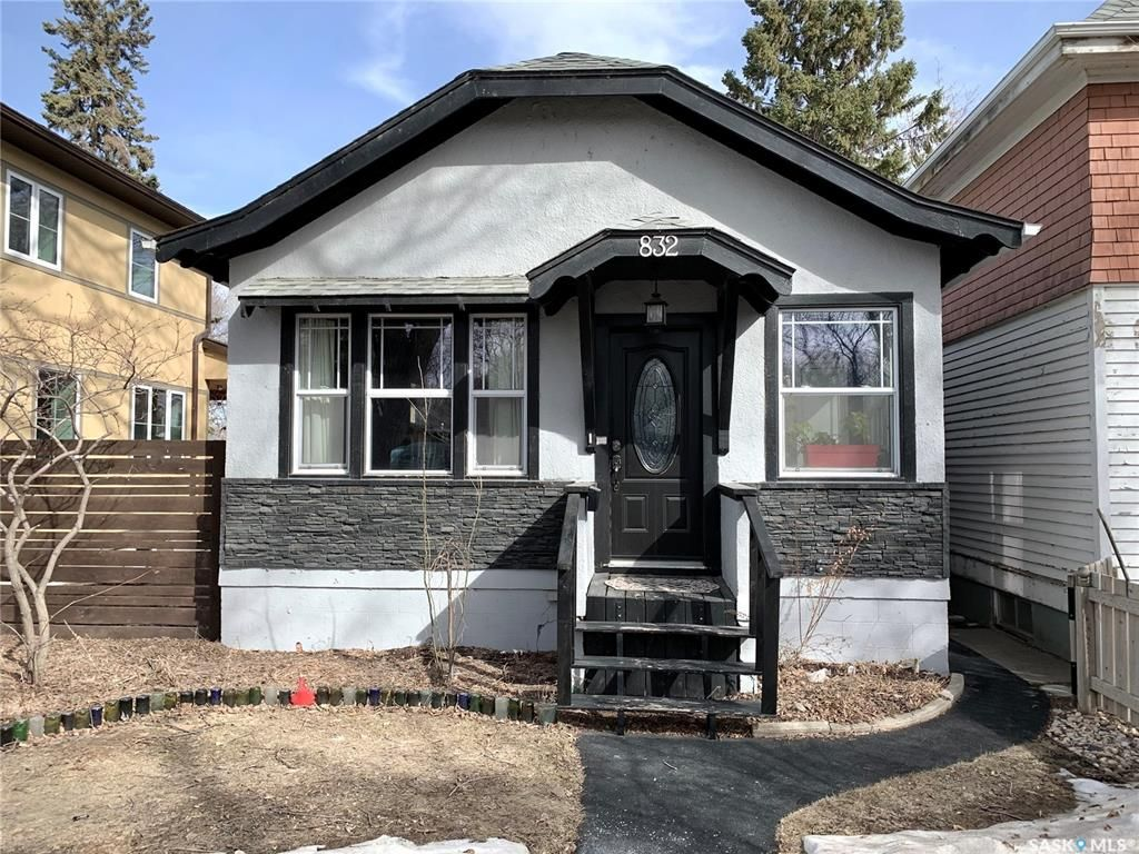 Main Photo: 832 8th Avenue North in Saskatoon: City Park Residential for sale : MLS®# SK848724