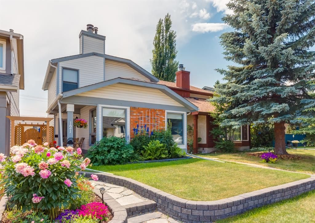 Main Photo: 121 Woodfield Close SW in Calgary: Woodbine Detached for sale : MLS®# A1126289