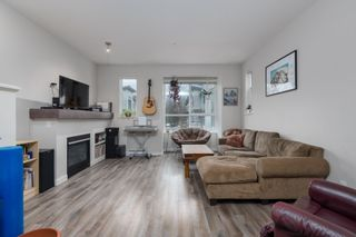 """Photo 3: 38354 SUMMITS VIEW Drive in Squamish: Downtown SQ Townhouse for sale in """"EAGLEWIND NATURE'S GATE"""" : MLS®# R2465983"""