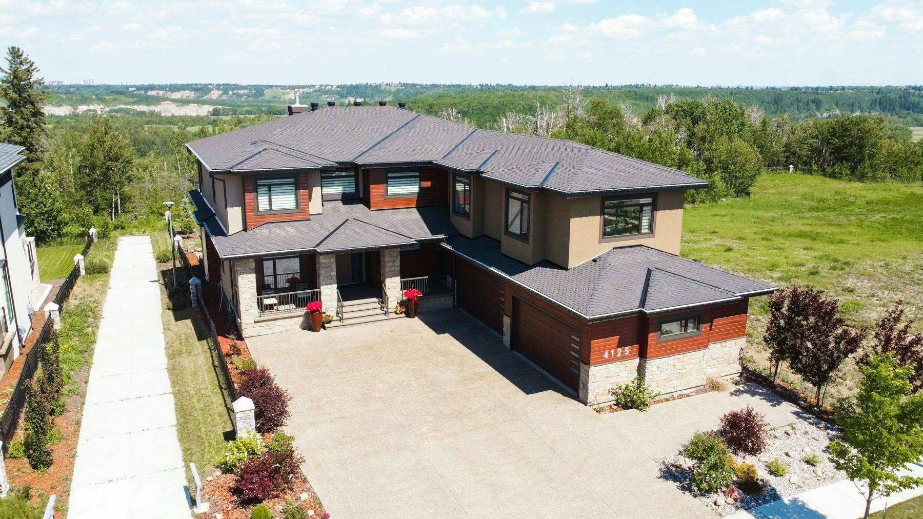 Main Photo: 4125 CAMERON HEIGHTS Point in Edmonton: Zone 20 House for sale : MLS®# E4251482