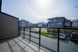 """Photo 3: 107 8413 MIDTOWN Way in Chilliwack: Chilliwack W Young-Well Townhouse for sale in """"MIDTOWN ONE"""" : MLS®# R2552279"""