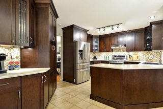 """Photo 7: 18617 60A Avenue in Surrey: Cloverdale BC House for sale in """"Eaglecrest"""" (Cloverdale)  : MLS®# R2324863"""