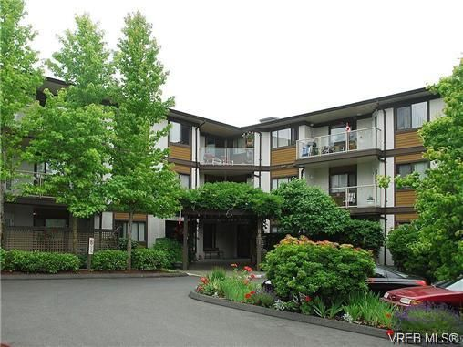 Main Photo: 302 651 Jolly Pl in VICTORIA: SW Tillicum Condo for sale (Saanich West)  : MLS®# 682916