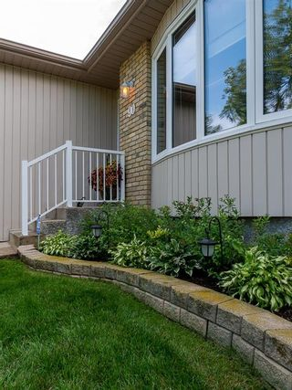 Photo 42: 90 Healy Crescent in Winnipeg: River Park South Residential for sale (2F)  : MLS®# 202122238