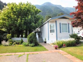 """Photo 1: 39 62790 FLOOD HOPE Road in Hope: Hope Silver Creek Manufactured Home for sale in """"SILVER RIDGE ESTATES"""" : MLS®# R2600283"""