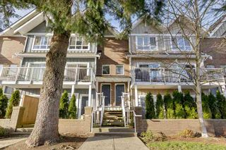 """Photo 1: 208 1661 FRASER Avenue in Port Coquitlam: Glenwood PQ Townhouse for sale in """"BRIMLEY MEWS"""" : MLS®# R2549101"""