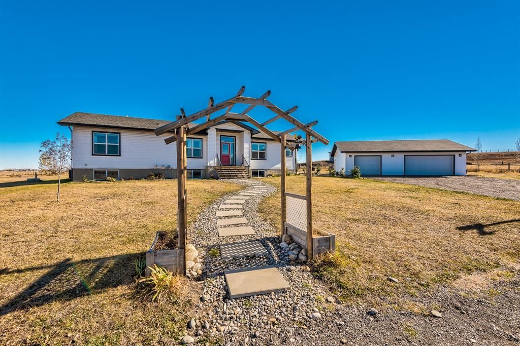 Main Photo: 80101 264 Avenue E: Rural Foothills County Detached for sale : MLS®# A1154242