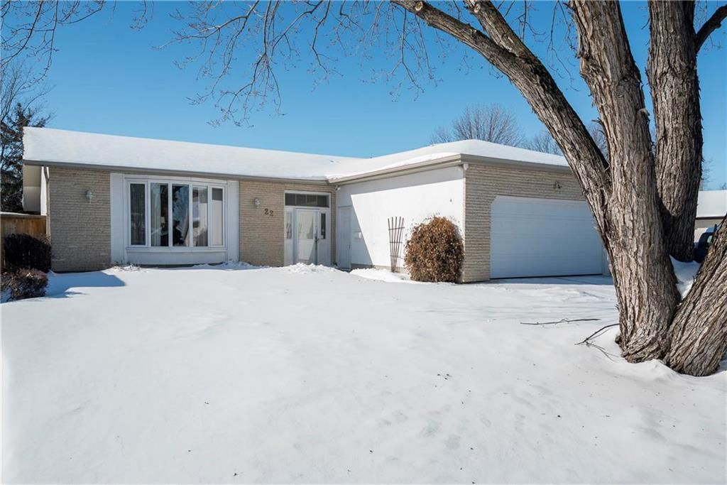 Main Photo: 22 Royal Salinger Road in Winnipeg: Niakwa Place Residential for sale (2H)  : MLS®# 202003509