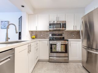 """Photo 9: 302 1438 W 7TH Avenue in Vancouver: Fairview VW Condo for sale in """"DIAMOND ROBINSON"""" (Vancouver West)  : MLS®# R2602805"""