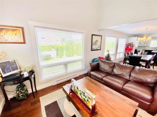 Photo 3: 10280 HOLLYMOUNT Drive in Richmond: Steveston North House for sale : MLS®# R2489571