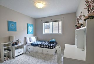 Photo 18: 34 Crestmont Drive SW in Calgary: Crestmont Detached for sale : MLS®# A1119055