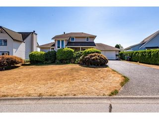 """Photo 2: 2280 MOUNTAIN Drive in Abbotsford: Abbotsford East House for sale in """"MOUNTAIN VILLAGE"""" : MLS®# R2611229"""