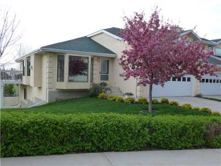 Photo 1: 28 200 SANDSTONE Drive NW in CALGARY: Sandstone Townhouse for sale (Calgary)  : MLS®# C3524111