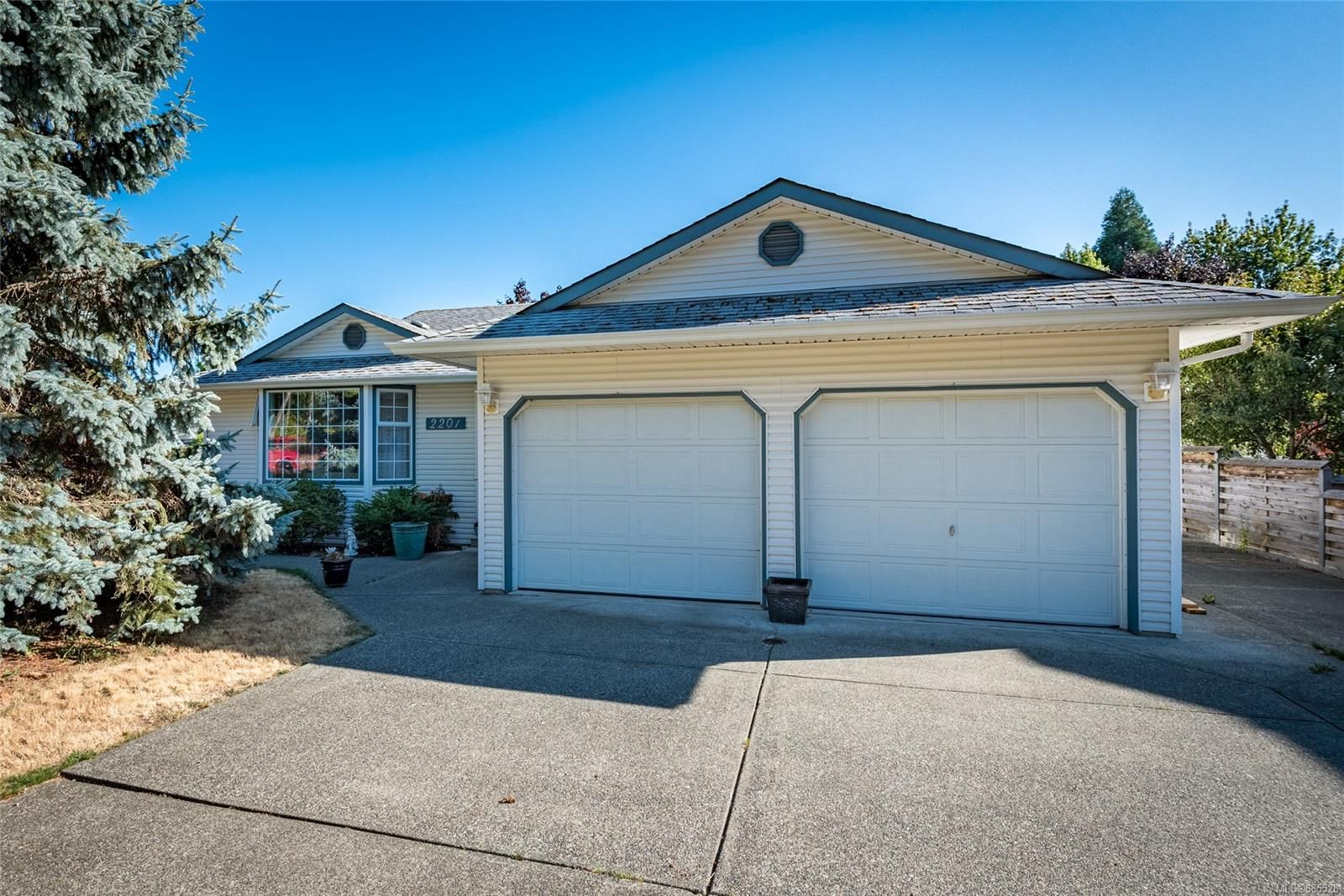Main Photo: 2201 Bolt Ave in : CV Comox (Town of) House for sale (Comox Valley)  : MLS®# 885528