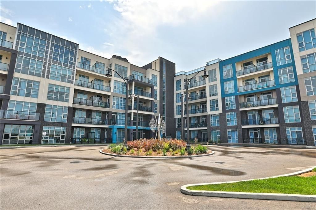 Main Photo: 314 10 CONCORD Place in Grimsby: Condominium for lease : MLS®# H4095386