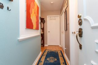 Photo 4: 306 1525 Hillside Ave in : Vi Oaklands Condo for sale (Victoria)  : MLS®# 860507