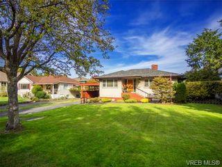 Photo 2: 1122 Munro St in VICTORIA: Es Saxe Point House for sale (Esquimalt)  : MLS®# 714401
