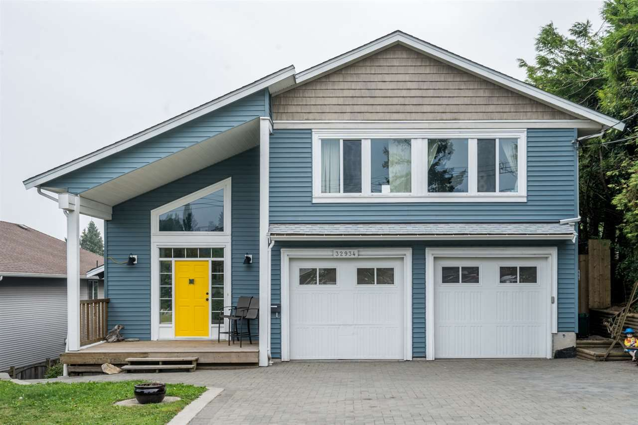 Main Photo: 32934 12TH Avenue in Mission: Mission BC House for sale : MLS®# R2499829