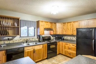 Photo 4: 17332 64 Avenue in Surrey: Cloverdale BC House for sale (Cloverdale)  : MLS®# R2239266