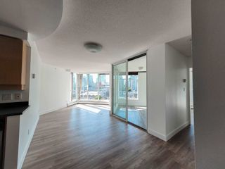 """Photo 10: 1602 1009 EXPO Boulevard in Vancouver: Yaletown Condo for sale in """"Landmark 33"""" (Vancouver West)  : MLS®# R2593362"""