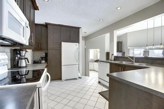 Photo 4: 63 Cromwell Avenue NW in Calgary: Collingwood Detached for sale : MLS®# A1060725