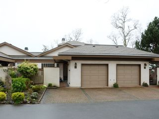 Photo 2: 40 901 Kentwood Lane in Saanich East: Townhouse for sale