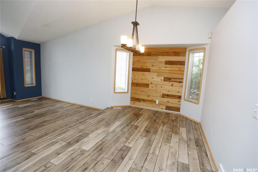 Photo 11: Photos: 206 1st Avenue North in Warman: Residential for sale : MLS®# SK796281