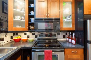 """Photo 11: 2415 W 6TH Avenue in Vancouver: Kitsilano Townhouse for sale in """"Cute Place In Kitsilano"""" (Vancouver West)  : MLS®# R2129865"""