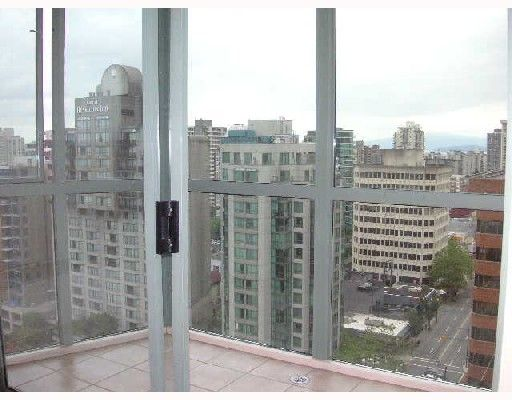 """Photo 3: Photos: 2101 1188 HOWE Street in Vancouver: Downtown VW Condo for sale in """"1188 HOWE"""" (Vancouver West)  : MLS®# V694208"""