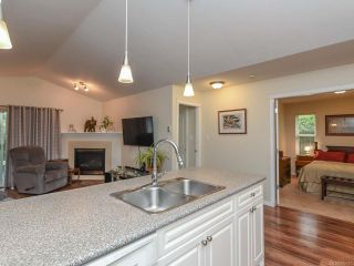 Photo 11: 110 2077 St Andrews Way in COURTENAY: CV Courtenay East Row/Townhouse for sale (Comox Valley)  : MLS®# 825107