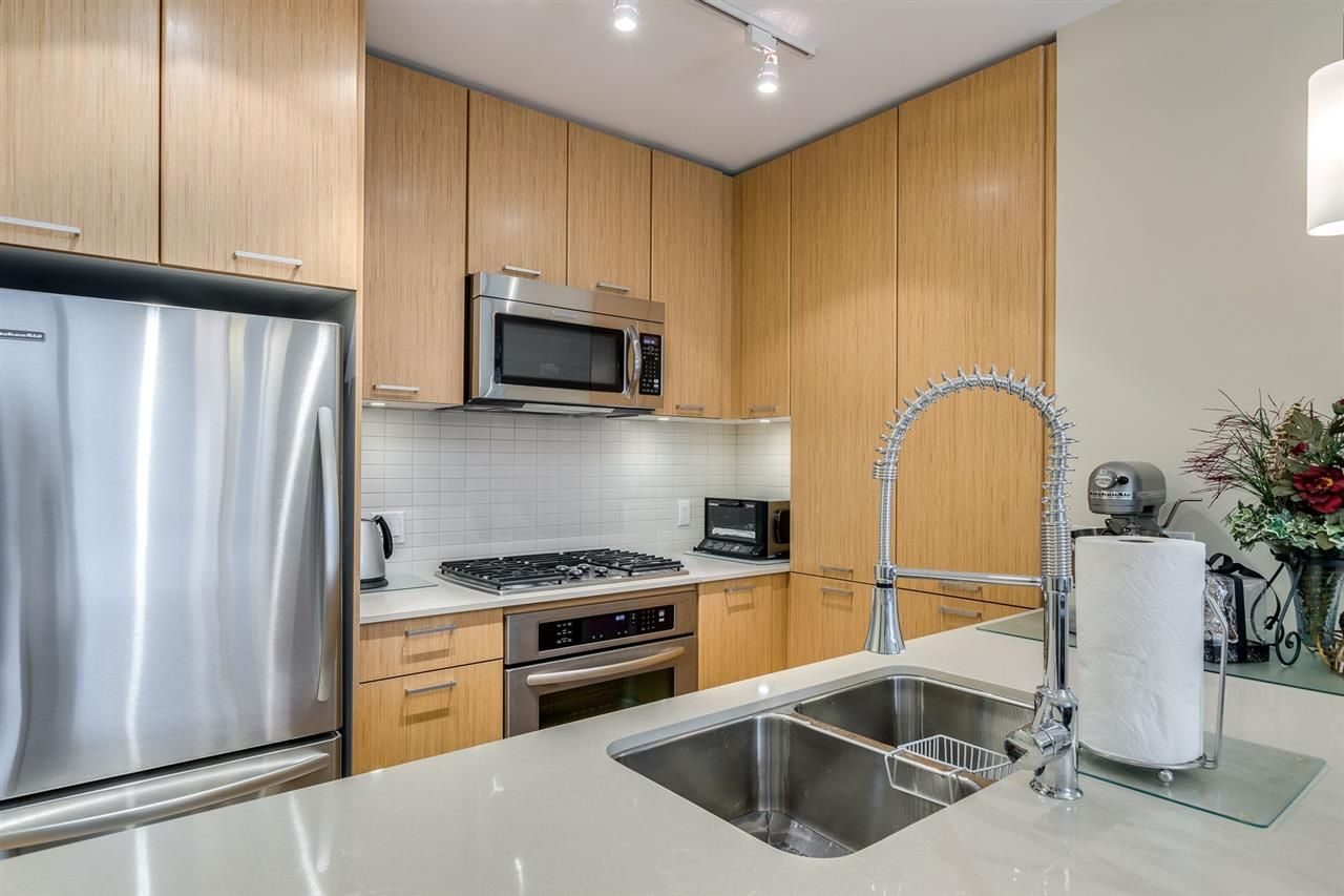 """Photo 14: Photos: 204 301 CAPILANO Road in Port Moody: Port Moody Centre Condo for sale in """"The Residences"""" : MLS®# R2474301"""