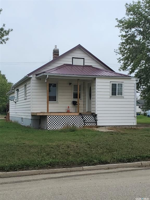 Main Photo: 111 1st Street in Lampman: Residential for sale : MLS®# SK867480