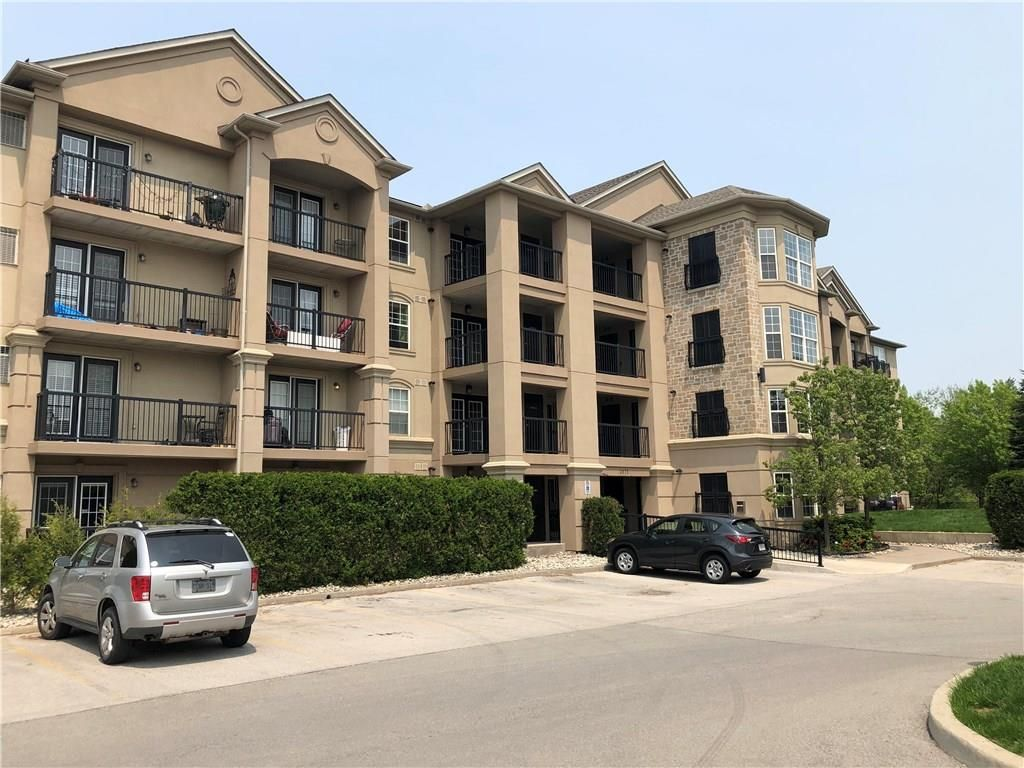 Main Photo: 210 2075 APPLEBY Line in Burlington: Condominium for lease : MLS®# H4054864