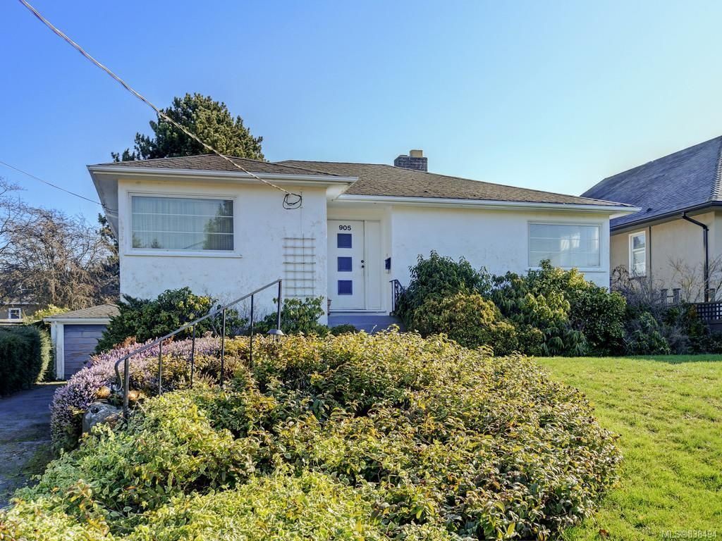 Main Photo: 905 Lawndale Ave in Victoria: Vi Fairfield East House for sale : MLS®# 838494