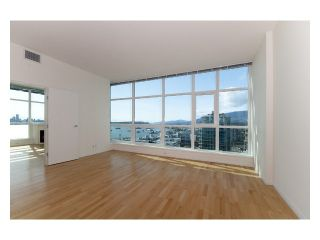 Photo 4: 2302 188 E Esplanade Street in North Vancouver: Lower Lonsdale Condo for sale : MLS®# V821505