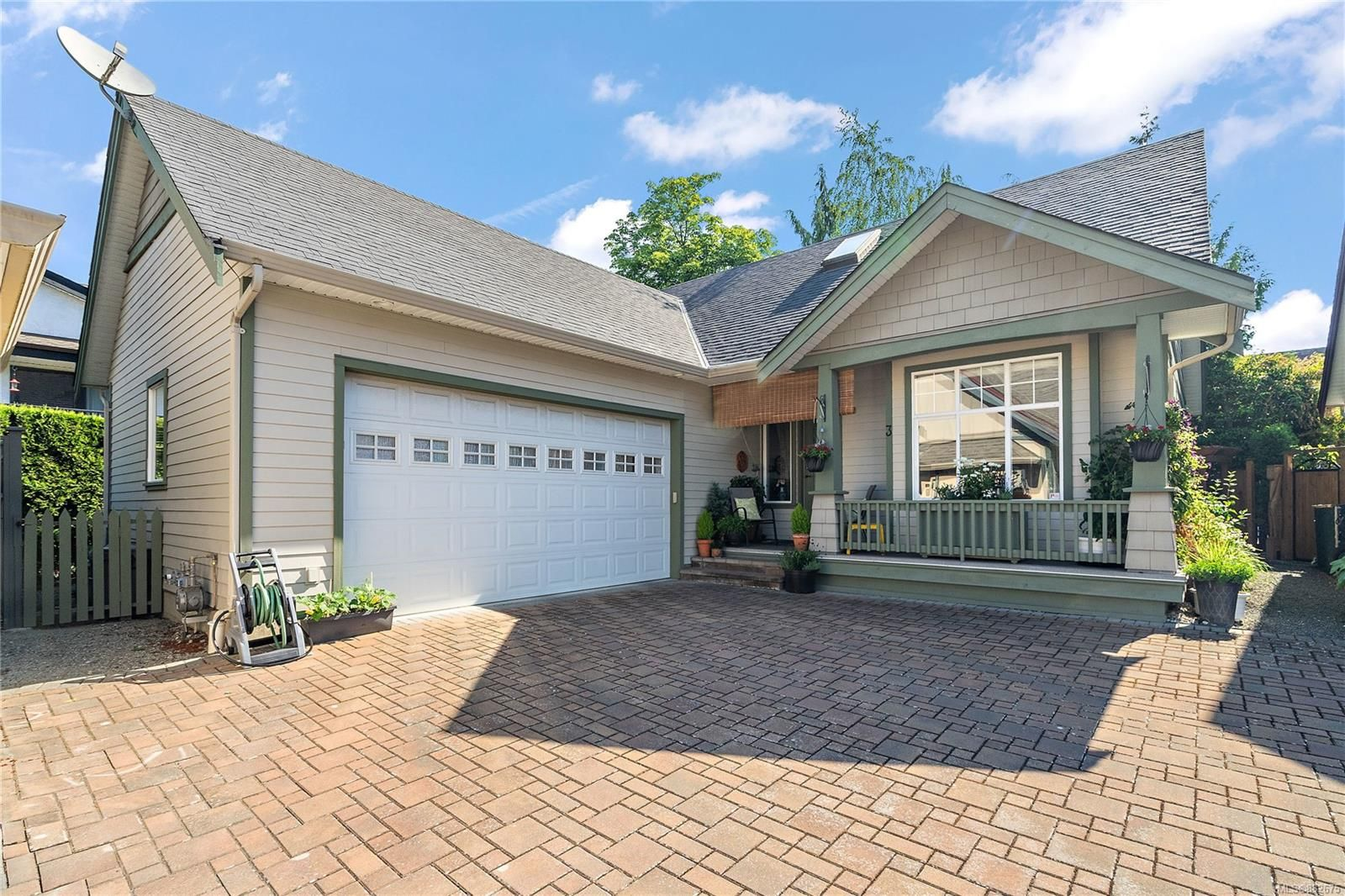 Main Photo: 3 9871 Resthaven Dr in : Si Sidney North-East House for sale (Sidney)  : MLS®# 882675