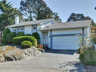 Photo 1: 1213 Cumberland Court in VICTORIA: SE Lake Hill Residential for sale (Saanich East)  : MLS®# 314956